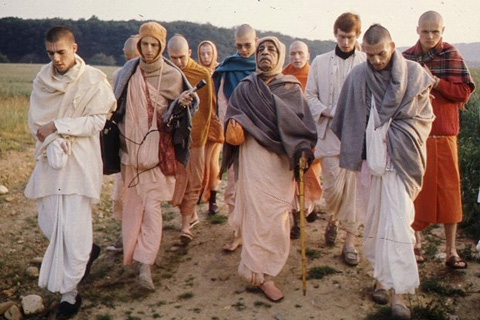 Prabhupada-and-disciples